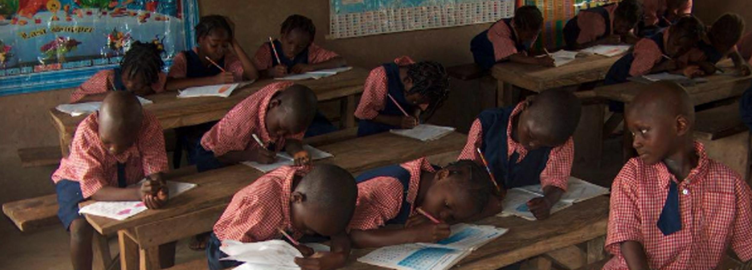 Kinder in der Schule in Kunubi